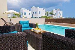 Патио. Кипр, Каппарис : Прекрасная вилла с 3-мя спальнями, 2-мя ванными комнатами, солнечной террасой и бассейном