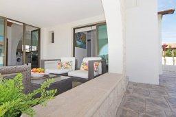 Патио. Кипр, Ионион - Айя Текла : Удивительная вилла с 3-мя спальнями, 2-мя ванными комнатами, с бассейном, тенистой террасой с lounge-зоной и барбекю, расположена в уникальном месте на побережье Ayia Thekla