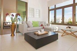 Гостиная. Кипр, Ионион - Айя Текла : Удивительная вилла с 3-мя спальнями, 2-мя ванными комнатами, с бассейном, тенистой террасой с lounge-зоной и барбекю, расположена в уникальном месте на побережье Ayia Thekla