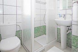 Ванная комната. Кипр, Каппарис : Потрясающая двухэтажная вилла с 3-мя спальнями, с бассейном, окруженным красивым садом и барбекю