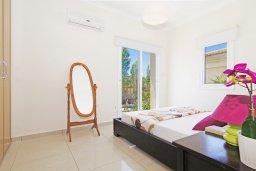 Спальня. Кипр, Каппарис : Потрясающая двухэтажная вилла с 3-мя спальнями, с бассейном, окруженным красивым садом и барбекю