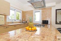 Кухня. Кипр, Каппарис : Потрясающая двухэтажная вилла с 3-мя спальнями, с бассейном, окруженным красивым садом и барбекю