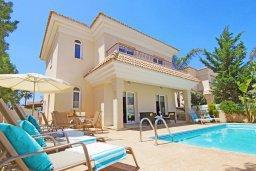 Фасад дома. Кипр, Каппарис : Потрясающая двухэтажная вилла с 3-мя спальнями, с бассейном, окруженным красивым садом и барбекю