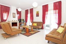 Гостиная. Кипр, Каппарис : Потрясающая двухэтажная вилла с 3-мя спальнями, с бассейном, окруженным красивым садом и барбекю