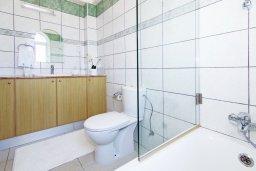 Ванная комната 2. Кипр, Каппарис : Потрясающая двухэтажная вилла с 3-мя спальнями, с бассейном, окруженным красивым садом и барбекю