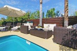 Патио. Кипр, Коннос Бэй : Великолепная вилла с видом на море, с 3-мя спальнями, с бассейном, тенистой террасой с патио, lounge-зоной и барбекю, расположена в прибрежной зоне Протараса
