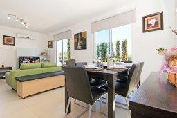 Гостиная. Кипр, Пернера : Прекрасная вилла с бассейном, зеленым двориком с и барбекю, 3 спальни, 2 ванные комнаты, парковка, Wi-Fi