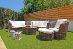 Патио. Кипр, Пернера : Прекрасная вилла с бассейном, зеленым двориком с и барбекю, 3 спальни, 2 ванные комнаты, парковка, Wi-Fi