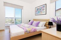 Спальня. Кипр, Пернера : Прекрасная вилла с бассейном, зеленым двориком с и барбекю, 3 спальни, 2 ванные комнаты, парковка, Wi-Fi
