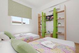 Спальня 3. Кипр, Пернера : Прекрасная вилла с бассейном, зеленым двориком с и барбекю, 3 спальни, 2 ванные комнаты, парковка, Wi-Fi