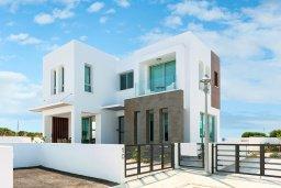 Фасад дома. Кипр, Каппарис : Современная вилла с бассейном и двориком с барбекю, 3 спальни, 2 ванные комнаты, парковка, Wi-Fi