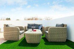 Патио. Кипр, Каппарис : Современная вилла с бассейном и двориком с барбекю, 3 спальни, 2 ванные комнаты, парковка, Wi-Fi
