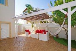 Патио. Кипр, Пернера : Прекрасная вилла с бассейном и двориком с барбекю, 2 спальни, 2 ванные комнаты, парковка, Wi-Fi
