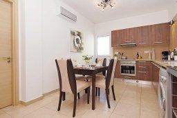 Кухня. Кипр, Пернера : Прекрасная вилла с бассейном и двориком с барбекю, 2 спальни, 2 ванные комнаты, парковка, Wi-Fi