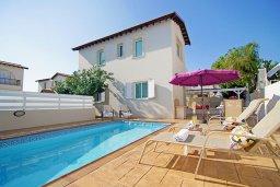 Фасад дома. Кипр, Пернера : Прекрасная вилла с бассейном и двориком с барбекю, 2 спальни, 2 ванные комнаты, парковка, Wi-Fi