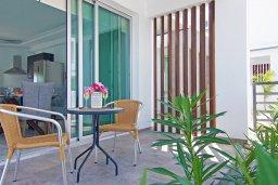 Терраса. Кипр, Каппарис : Современная вилла с бассейном и двориком с барбекю, 3 спальни, 2 ванные комнаты, парковка, Wi-Fi