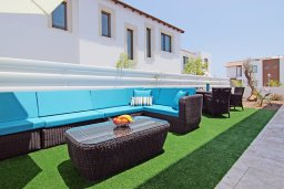 Территория. Кипр, Пернера : Современная вилла с бассейном и двориком с барбекю, 4 спальни, 3 ванные комнаты, парковка, Wi-Fi
