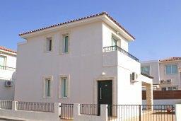 Фасад дома. Кипр, Пернера : Прекрасная вилла с бассейном и двориком с барбекю, 2 спальни, парковка, Wi-Fi