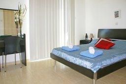 Спальня. Кипр, Пернера : Прекрасная вилла с бассейном и двориком с барбекю, 2 спальни, парковка, Wi-Fi