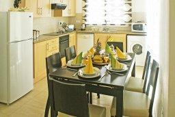 Кухня. Кипр, Пернера : Прекрасная вилла с бассейном и двориком с барбекю, 2 спальни, парковка, Wi-Fi