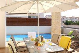 Обеденная зона. Кипр, Пернера : Прекрасная вилла с бассейном и двориком с барбекю, 2 спальни, парковка, Wi-Fi