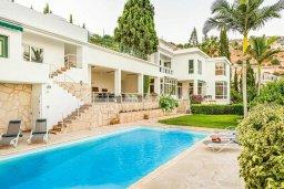 Фасад дома. Кипр, Пейя : Роскошная вилла с бассейном и зеленым двориком с барбекю, 6 спален, 6 ванных комнат, парковка, Wi-Fi