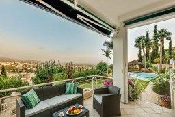 Патио. Кипр, Пейя : Роскошная вилла с бассейном и зеленым двориком с барбекю, 6 спален, 6 ванных комнат, парковка, Wi-Fi