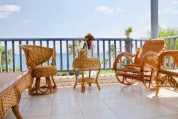 Балкон. Кипр, Киссонерга : Прекрасная вилла в 50 метрах от пляжа с бассейном и видом на море, 4 спальни, 4 ванные комнаты, барбекю, парковка, Wi-Fi