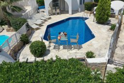 Бассейн. Кипр, Киссонерга : Прекрасная вилла в 50 метрах от пляжа с бассейном и видом на море, 4 спальни, 4 ванные комнаты, барбекю, парковка, Wi-Fi