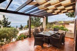 Обеденная зона. Кипр, Месоги : Роскошная вилла с бассейном, джакузи и двориком с барбекю, 4 спальни, 3 ванные комнаты, парковка, Wi-Fi