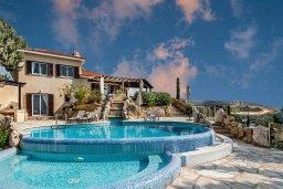 Бассейн. Кипр, Месоги : Роскошная вилла с бассейном, джакузи и двориком с барбекю, 4 спальни, 3 ванные комнаты, парковка, Wi-Fi