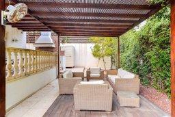 Патио. Кипр, Пареклисия : Роскошная вилла в 100 метрах от пляжа с бассейном, джакузи и зеленым двориком с барбекю, 4 спальни, 4 ванные комнаты, сауна, парковка, Wi-Fi