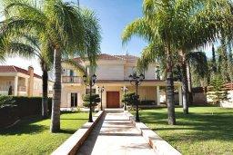 Фасад дома. Кипр, Айос Тихонас Лимассол : Роскошная вилла с бассейном и зеленым двориком с барбекю, 4 спальни, 2 ванные комнаты, парковка, Wi-Fi