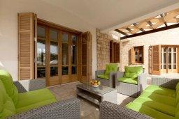 Патио. Кипр, Куклия : Роскошная вилла с большим бассейном, джакузи, зеленой территорией и барбекю, 5 спален, 5 ванных комнат, тренажерный зал, парковка, Wi-Fi