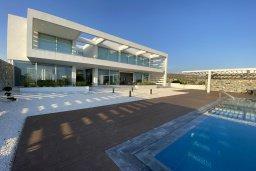 Фасад дома. Кипр, Гермасойя Лимассол : Просторная современная вилла с большим бассейном и двориком с патио и барбекю, 5 спален, 6 ванных комнат, парковка, Wi-Fi