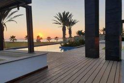 Бассейн. Кипр, Аммос - Лимнария Бич : Современная вилла возле пляжа с бассейном и видом на море, 5 спален, 6 ванных комнат, парковка, Wi-Fi