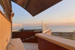 Территория. Кипр, Аммос - Лимнария Бич : Современная вилла возле пляжа с бассейном и видом на море, 5 спален, 6 ванных комнат, парковка, Wi-Fi