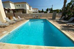 Бассейн. Кипр, Каппарис : Прекрасная вилла недалеко от пляжа с бассейном и приватным двориком, 3 спальни, 2 ванные комнаты, парковка, Wi-Fi