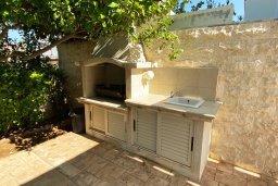 Территория. Кипр, Каппарис : Прекрасная вилла недалеко от пляжа с бассейном и приватным двориком, 3 спальни, 2 ванные комнаты, парковка, Wi-Fi
