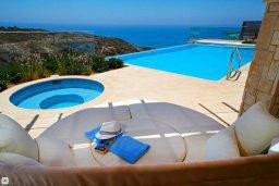 Бассейн. Кипр, Афродита Хиллз : Роскошная вилла с бассейном и зеленым двориком с барбекю, 4 спальни, 3 ванные комнаты, джакузи, парковка, Wi-Fi
