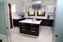 Кухня. Кипр, Афродита Хиллз : Роскошная вилла с бассейном и зеленым двориком с барбекю, 4 спальни, 3 ванные комнаты, джакузи, парковка, Wi-Fi