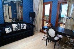 Гостиная. Кипр, Афродита Хиллз : Роскошная вилла с бассейном и зеленым двориком с барбекю, 4 спальни, 3 ванные комнаты, джакузи, парковка, Wi-Fi