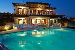 Фасад дома. Кипр, Афродита Хиллз : Роскошная вилла с бассейном и зеленым двориком с барбекю, 4 спальни, 3 ванные комнаты, джакузи, парковка, Wi-Fi