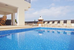 Бассейн. Кипр, Санрайз Протарас : Роскошная вилла с 2-мя спальнями, с бассейном и видом на море, расположена в тихом месте Протараса