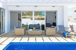 Патио. Кипр, Центр Айя Напы : Современная вилла с бассейном и двориком с барбекю, 3 спальни, 2 ванные комнаты, парковка, Wi-Fi