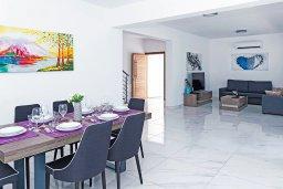 Обеденная зона. Кипр, Центр Айя Напы : Современная вилла с бассейном и двориком с барбекю, 3 спальни, 2 ванные комнаты, парковка, Wi-Fi