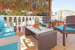 Патио. Кипр, Пернера Тринити : Уютная вилла с 2-мя спальнями, бассейном, тенистой террасой с патио и барбекю, расположена всего в 250 метрах от пляжа Trinity Beach