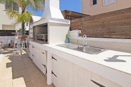 Территория. Кипр, Пернера Тринити : Уютная вилла с 2-мя спальнями, бассейном, тенистой террасой с патио и барбекю, расположена всего в 250 метрах от пляжа Trinity Beach