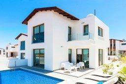 Фасад дома. Кипр, Пернера : Прекрасная современная вилла с 3-мя спальнями, 2-мя ванными комнатами, бассейном, солнечной террасой с патио и барбекю, расположена недалеко от песчаного пляжа Trinity Beach
