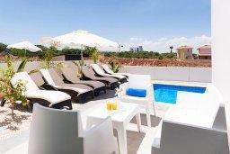 Патио. Кипр, Пернера : Прекрасная современная вилла с 3-мя спальнями, 2-мя ванными комнатами, бассейном, солнечной террасой с патио и барбекю, расположена недалеко от песчаного пляжа Trinity Beach